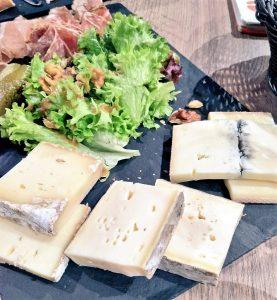 チーズとハムのプレート